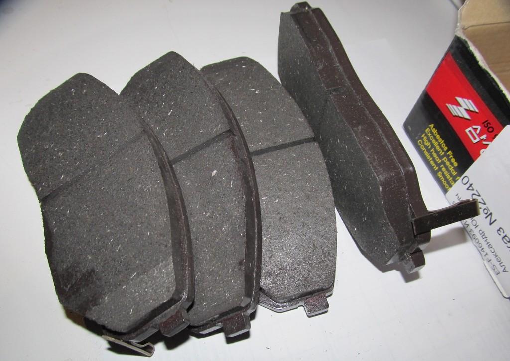 Противоскрипная пластина тормозных колодок своими руками 77