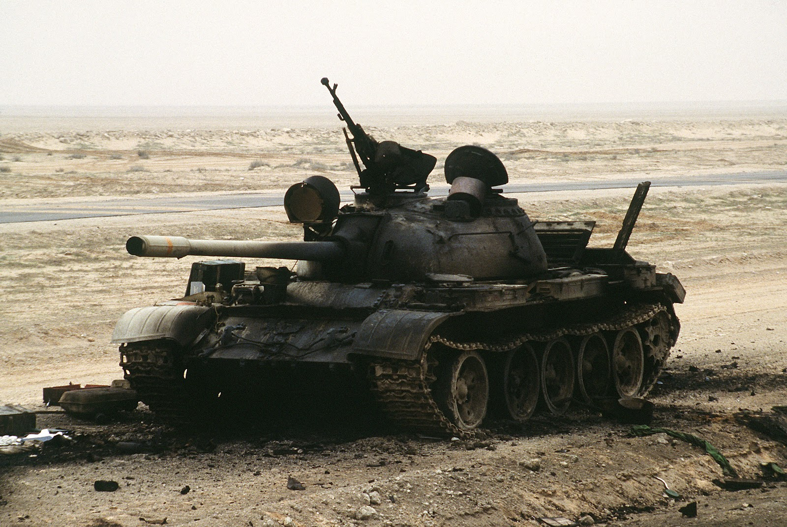 Destroyed_T-55_during_Operation_Desert_Storm.jpg