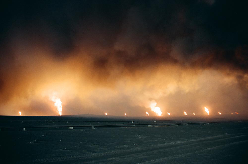 kuwait-invasion-oil-fires-0042.jpg