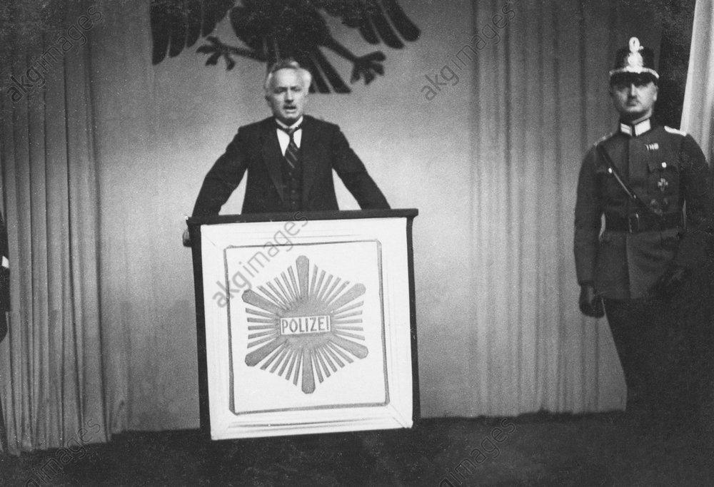 Carl Severing erцffnet Polizeiausst.1926 - -