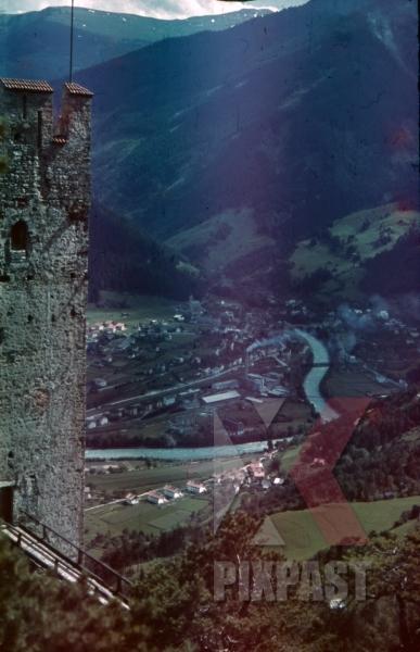 stock-photo-at-the-schrofenstein-castle-in-stanz-near-landeck-austria-1941-11344.jpg