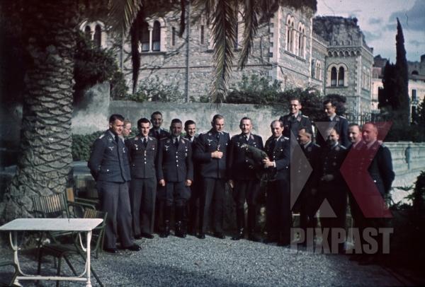stock-photo-ww2-color-luftwaffe-field-division-2nd-lufllotte-tropical-staff-portrait-villa-schuler-fliegerkorp-2-sicily-1943-8497.jpg