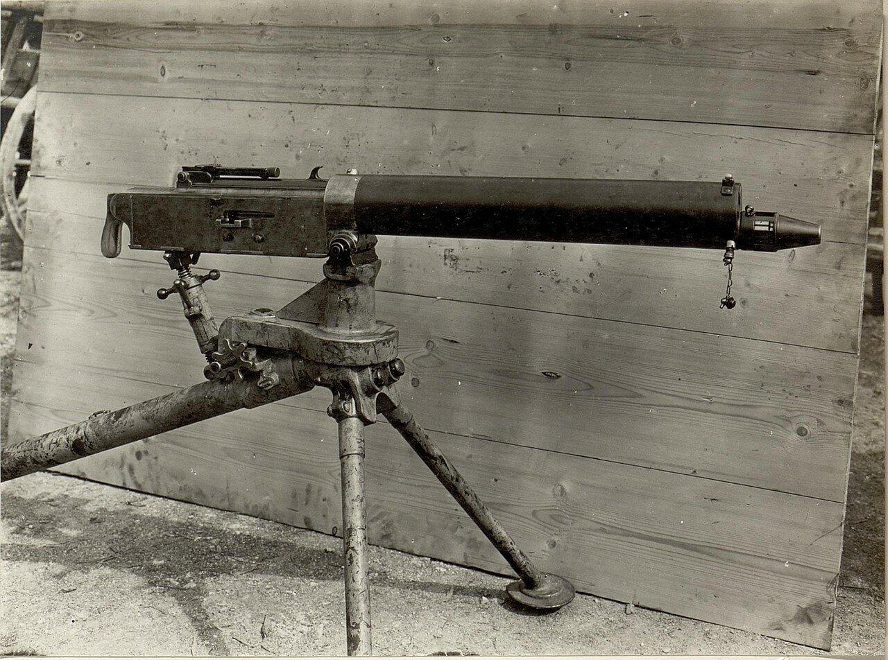 Erobertes italienisches Maschingewehr,  aufgenommen im November 1915