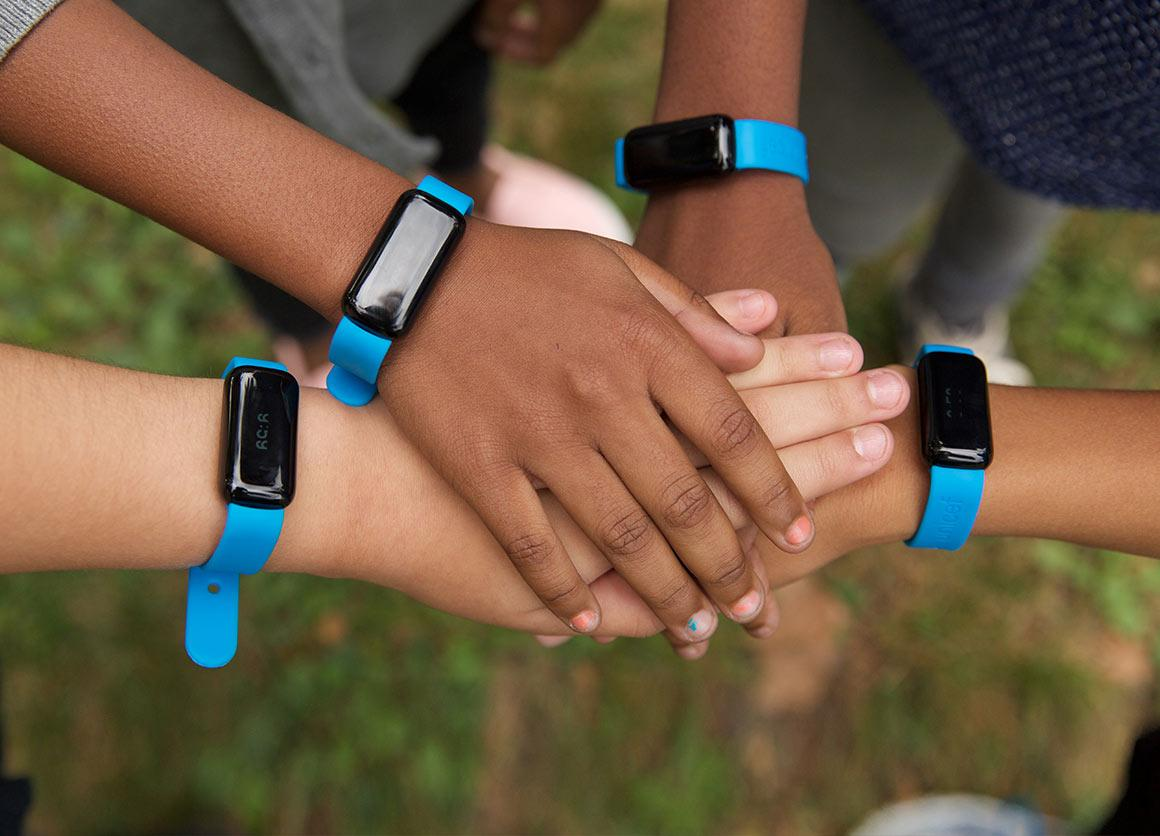 21. Браслет UNICEF Kid Power Band — позволяет детям чувствовать, что они могут изменить мир. Браслет