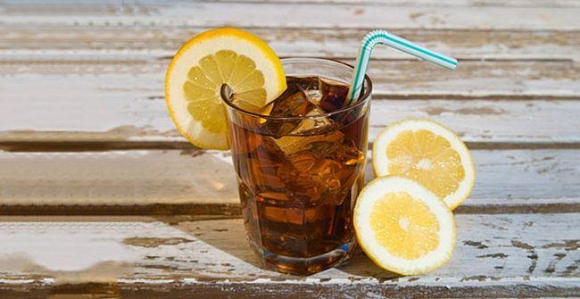 9. США В США все вокруг пьют освежающий и бодрящий холодный чай со льдом.