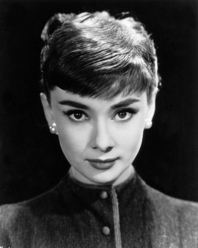 Одри Хепберн всвоей первой рекламной фотосессии для студии Paramount. 1953г.  Поделитесь эт