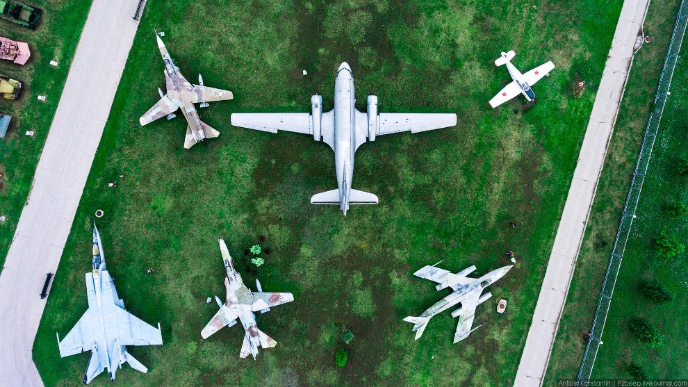 6. Ан-2 и Ан-26 — по центру.