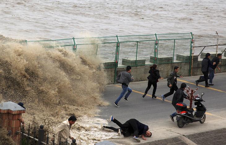 Экстремалы Против Приливной Волны (13 фото)