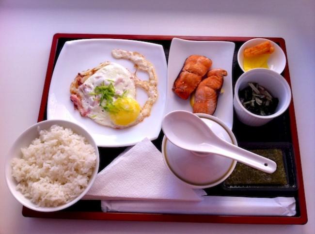 © specialfood  Пообъему пищи завтрак вЯпонии является самым обильным. Для японцев это основн