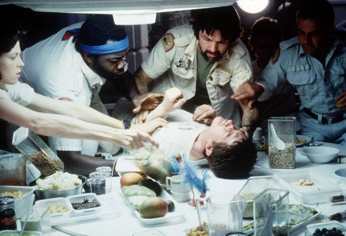Культовый фильм ужасов, получивший «Оскар» за лучшие визуальные эффекты и давший начало серии фильмо