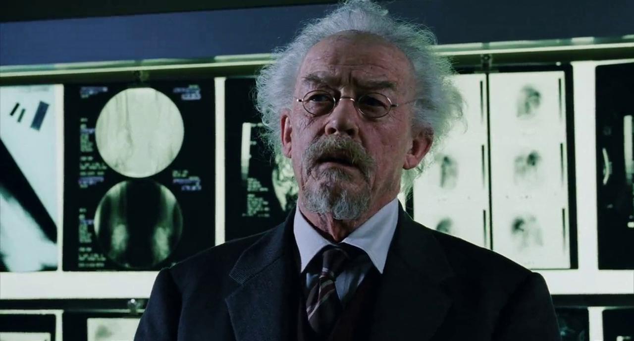 Фильм Гильермо дель Торо, адаптированная экранизация комиксов о супергерое из ада. Херт сыграл отца