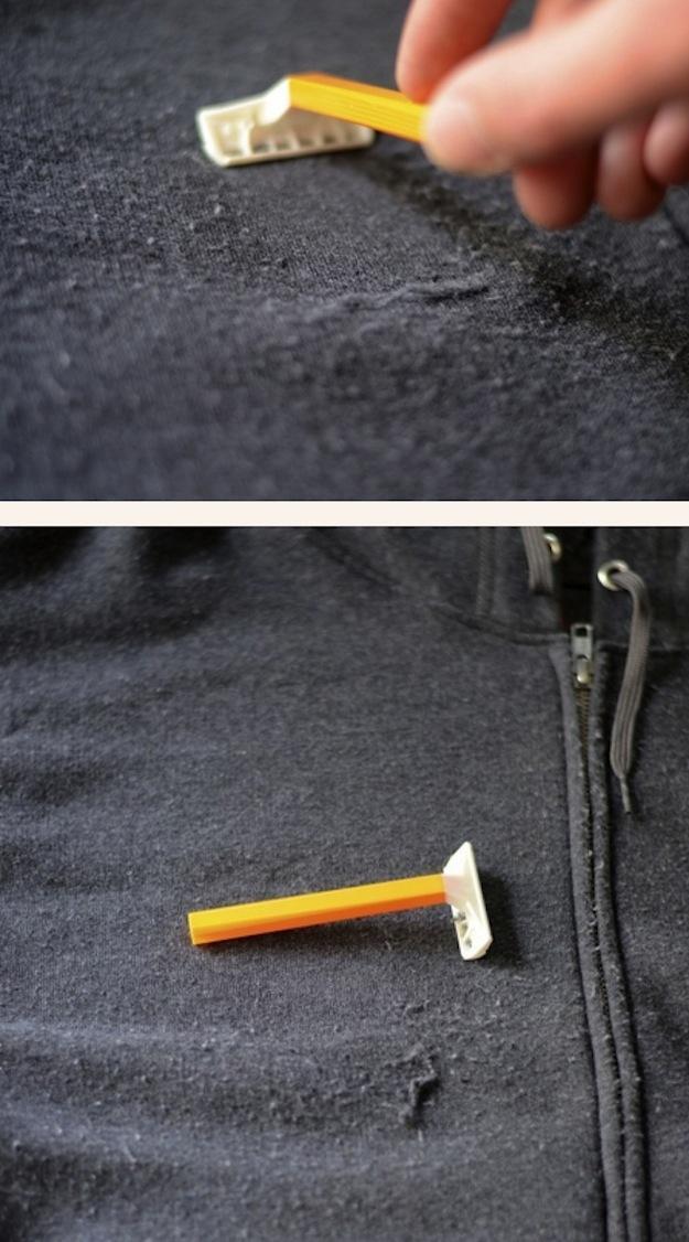 17. Убрать катышки с одежды можно с помощью бритвы.