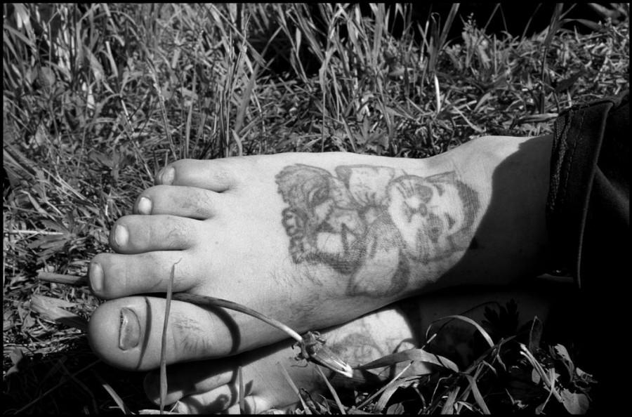 Татуировка кота на ноге Сергея означает «Коренной обитатель тюрьмы» (аббревиатура КОТ).