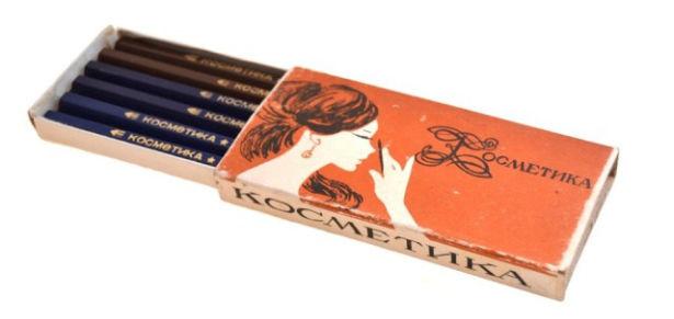 Среди взрослых дам были популярны красные оттенки. Причем из-за входящего в состав пигмента кармина,