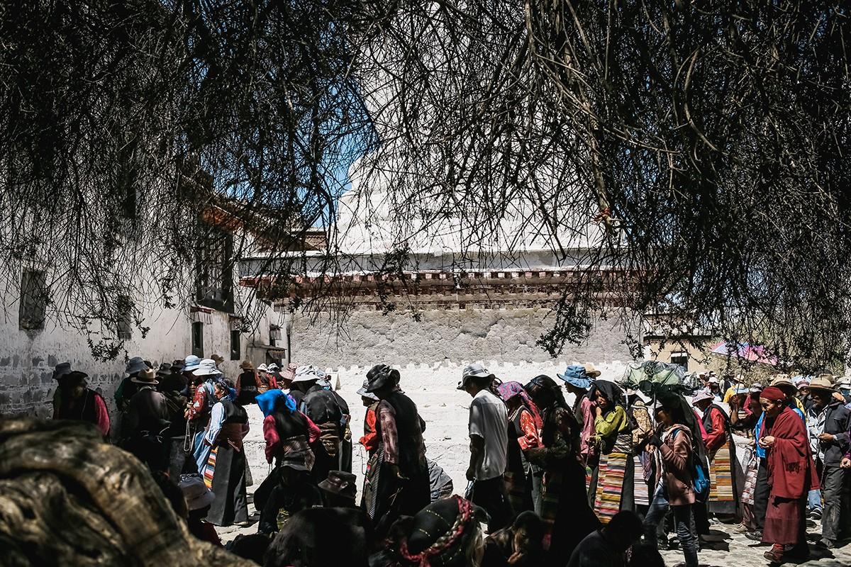 16. В Ташилунпо большое количество ступ. Некоторые из них стоят внутри храмов (в них захоронены оста