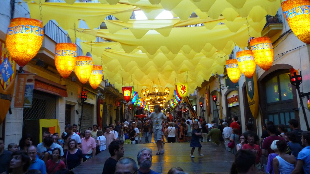 14. Принять участие в районных праздниках, например в Festa Major de Gracia, который проводится ежег