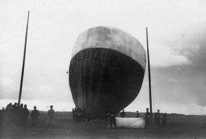Наполнение воздушного шара  Монгольфьера Древницкого на Комендантском аэродроме во время праздника.