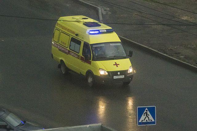 Шесть человек отправлены вмед. учереждение вВолгограде после столкновения маршрутки сосветовой опорой