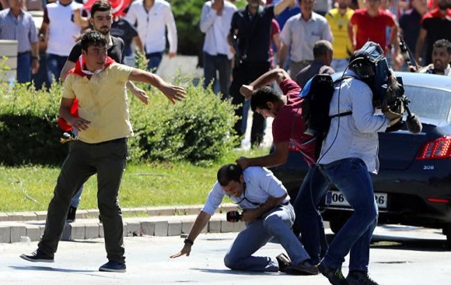 Комитет защиты корреспондентов подсчитал арестованных повсей планете коллег