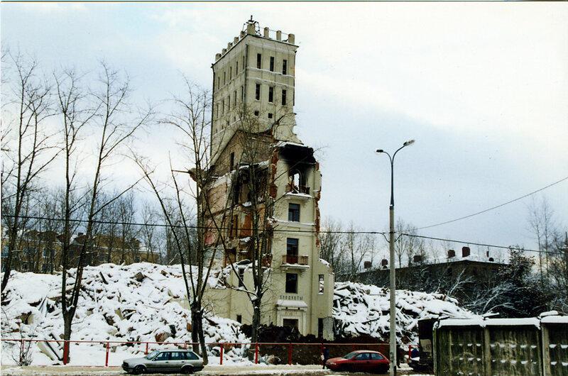 1999 Дом с башенкой у станции.jpg