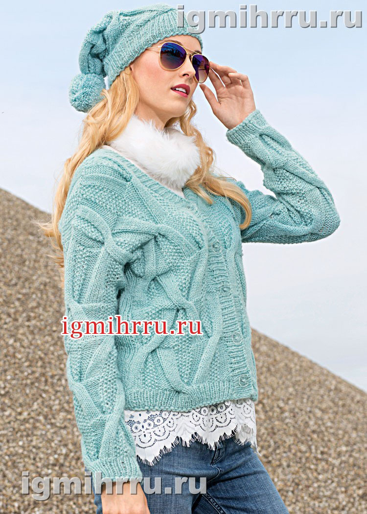 Теплый комплект мятно-голубого цвета: жакет и шапка с косами. Вязание спицами