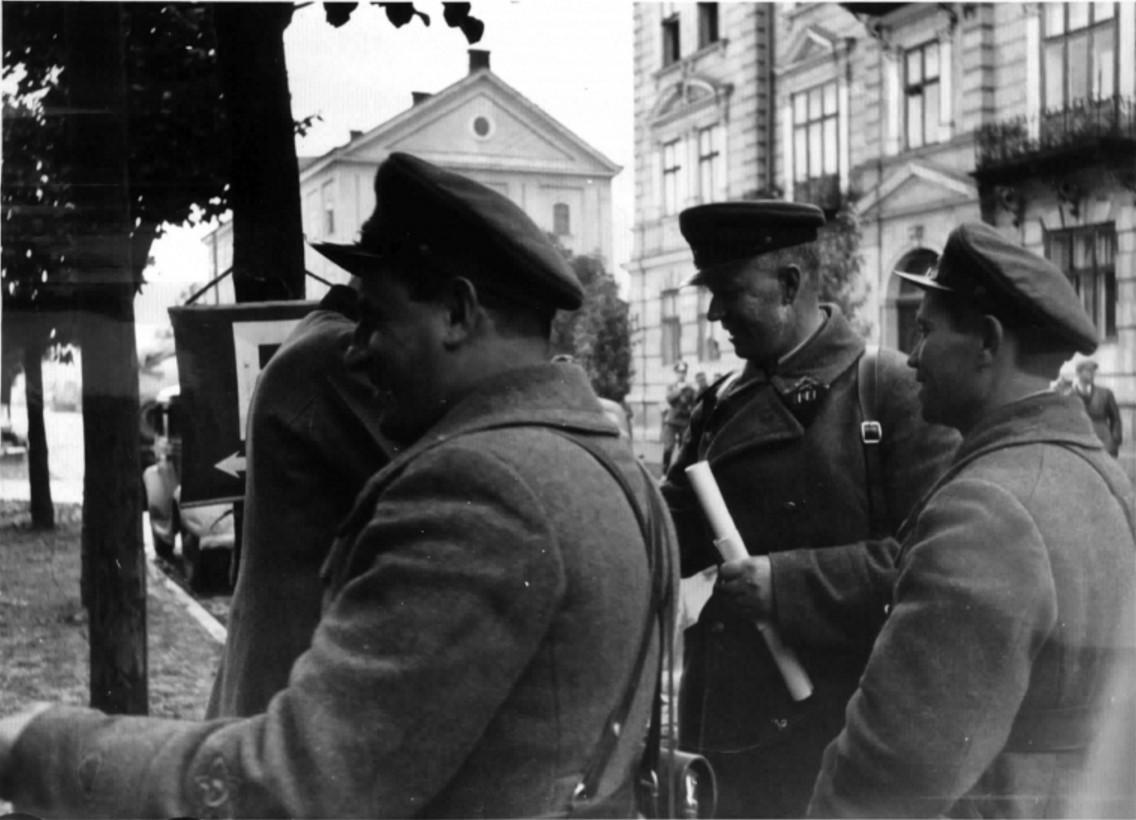 1939. Первые советские офицеры в Перемышле