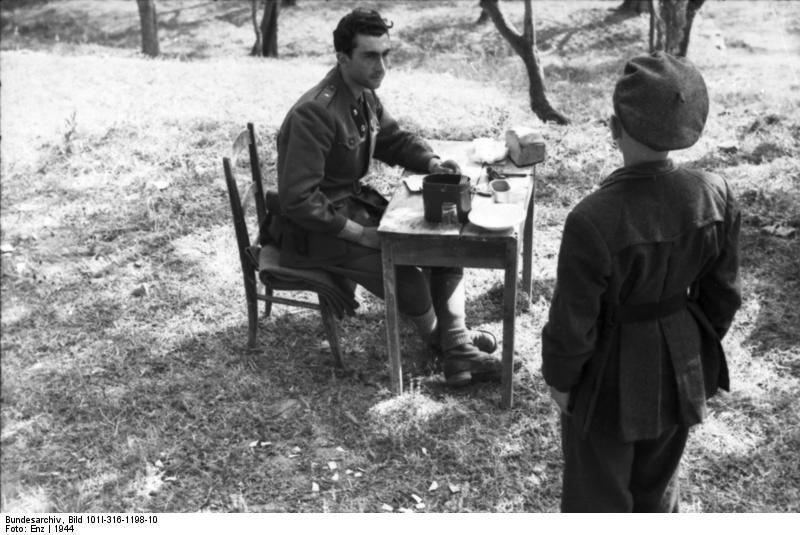 Italien, italienischer Soldat beim Essen