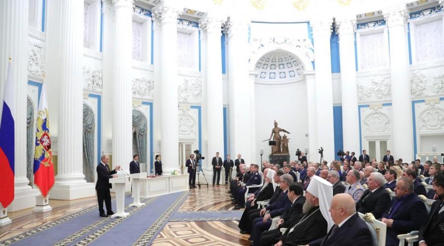 Владимир Путин вручил государственные награды