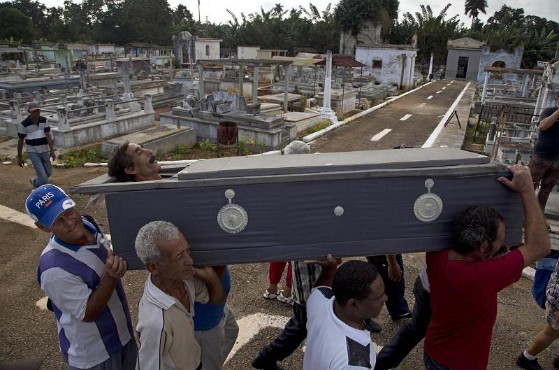 На Кубе ради прикола похоронили живого человека