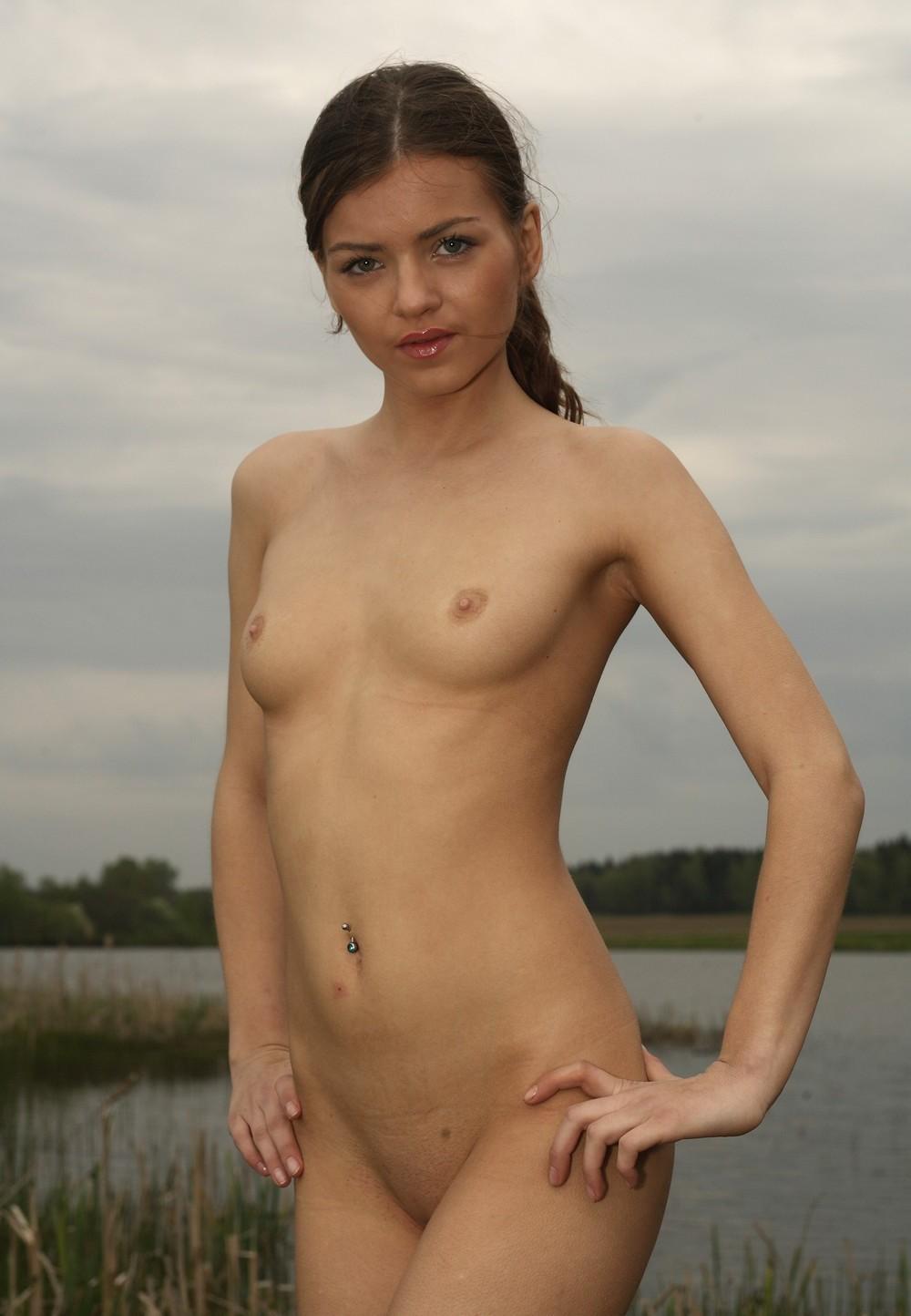 Откровенные снимки молодых русских девушек (18+)