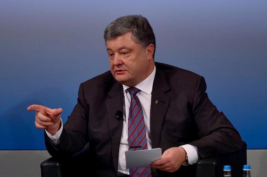 """Трамп даст Украине оружие? """"Президент мира"""" Порошенко просит"""