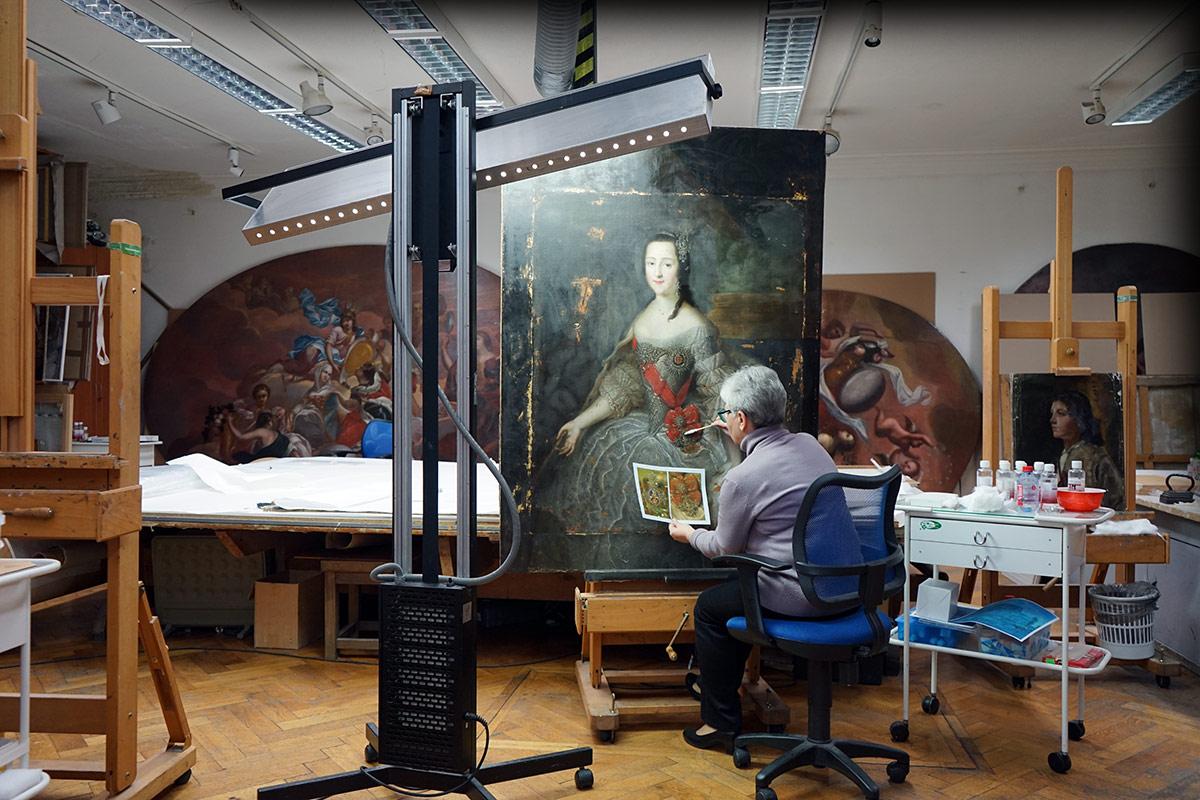 Удалить лак с  400-летней картины