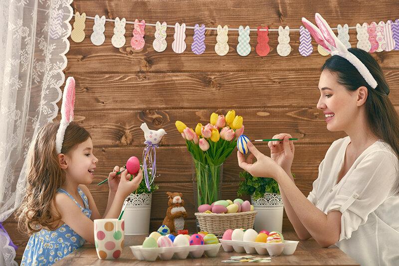 украшение для стола на Пасху: фото оформления праздничного с яйцами, цветами, венками