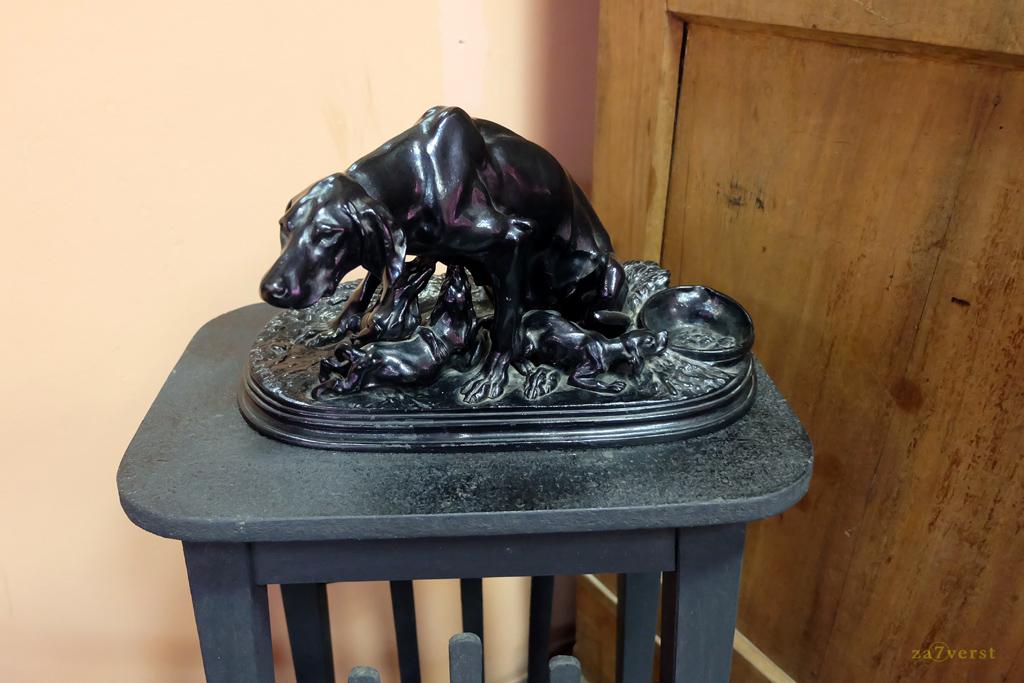 Шуйский краеведческий музей, скульптура собаки