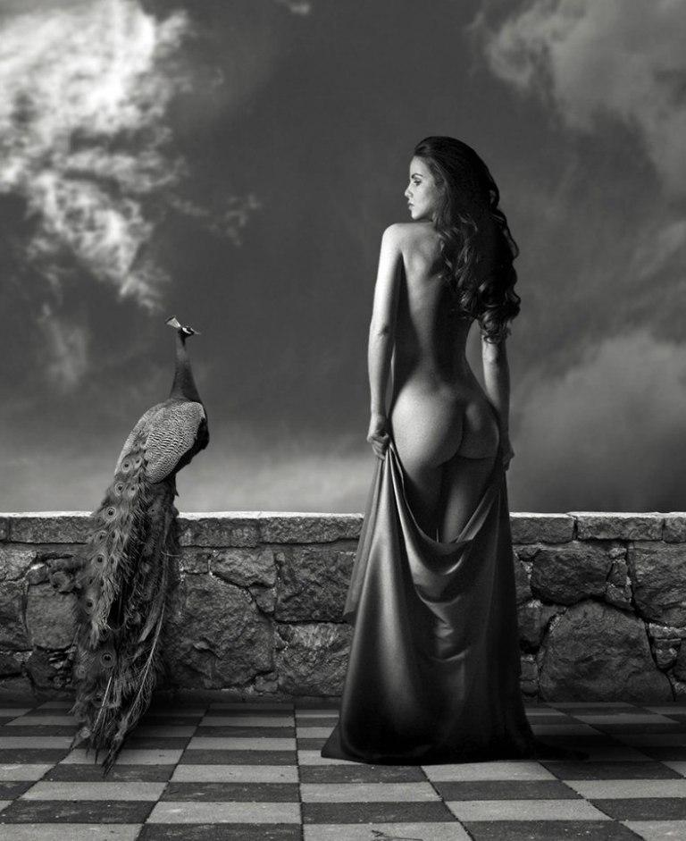 девушки голые черно белое фото