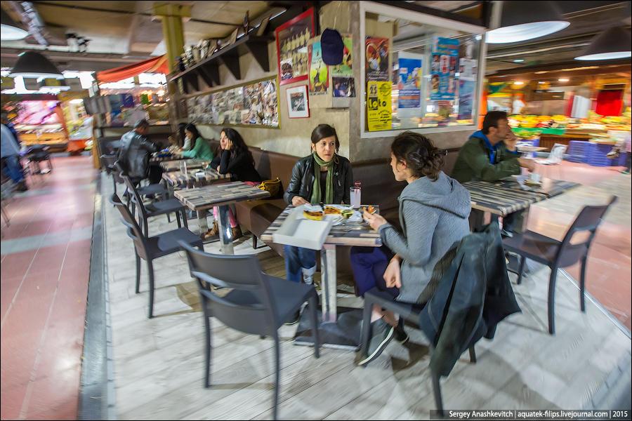 20. Кстати, на многих продуктовых рынках во Франции есть кафе и ресторанчики, где вам приготовят лег
