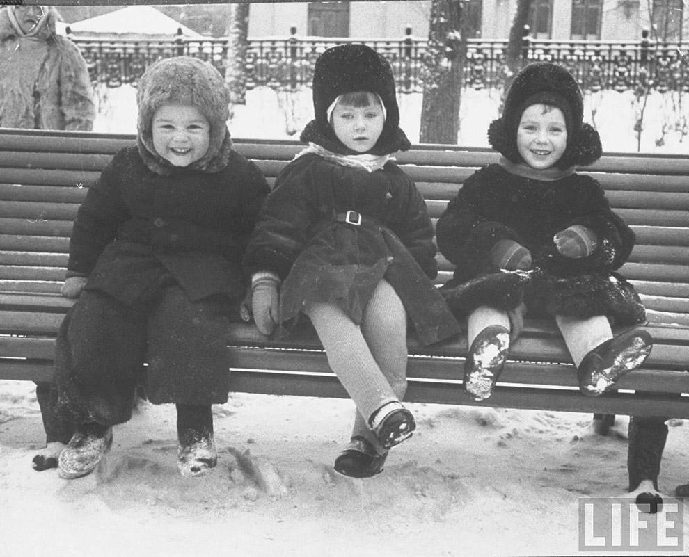 17. Дети на Суворовском бульваре.