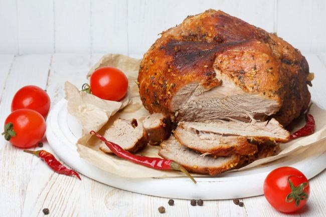 © vashpovar  Рецепт. Ингредиенты (на 8 порций): 950 г свиного окорока 5—6 зубчиков чесно
