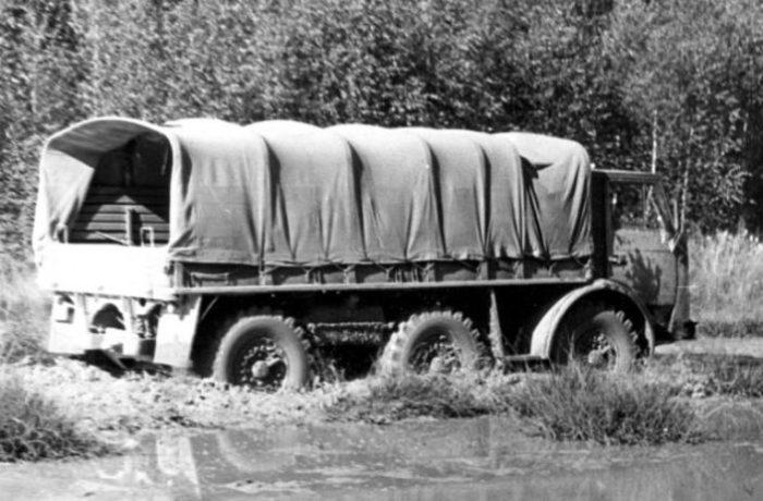 Проверка грузовика ЗИЛ-132Р на тяжело пересеченной местности.