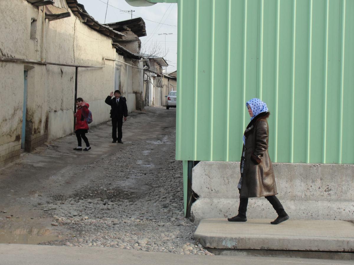 Тогда Ташкент окружала длинная глиняная стена, которая была снесена с приходом русской армии. Новый,