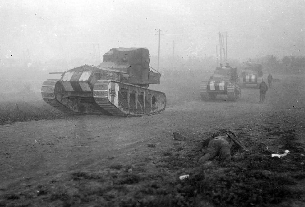 38-см орудие SK L/45 «Langer Max». Немецкие солдаты готовят снаряды, 1918 год. (Фото National A