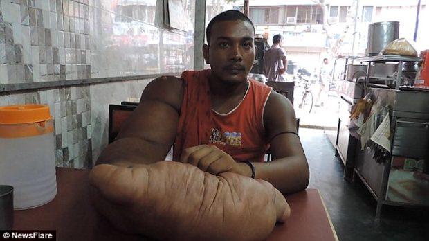 Теперь мужчина пытается начать новую жизнь в Мумбаи.