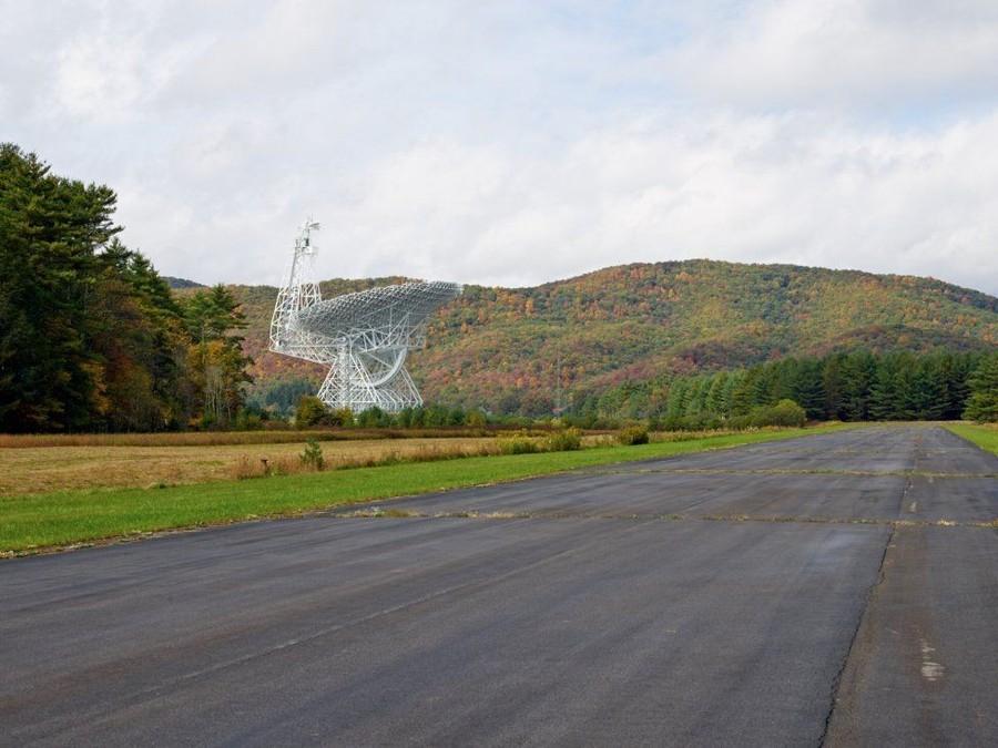 2. Телескоп очень чувствителен. Он исследует радиоволны, излучаемые кометами, планетами, пульсарами,