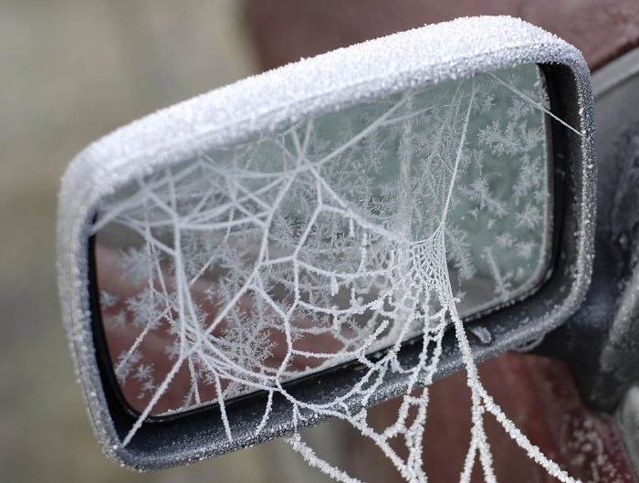 Как мороз превращает автомобили в предметы искусства (19 фото)