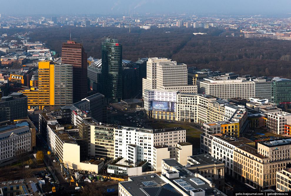 10. Sony Center на Потсдамер-плац.  Комплекс из семи зданий (жилые апартаменты, офисы, развл