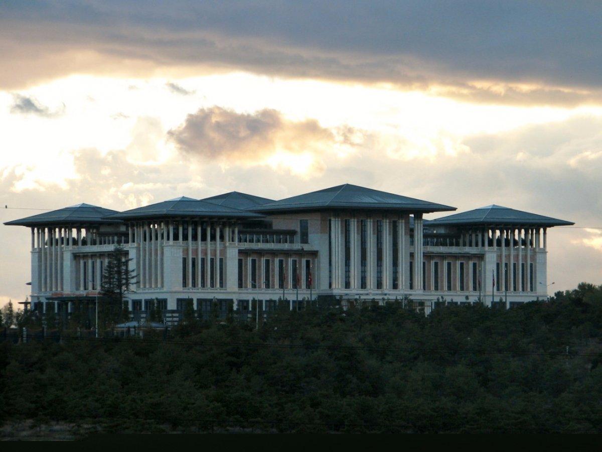 Президент Турции Реджеп Тайип Эрдоган живет в Белом дворце — официальной резиденции в Анкаре. На стр