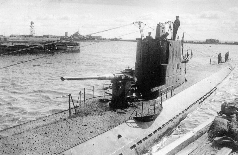 Подводная лодка С-9 в гавани Кронштадта