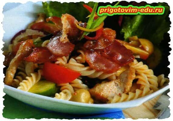 Салат со свининой и макаронами