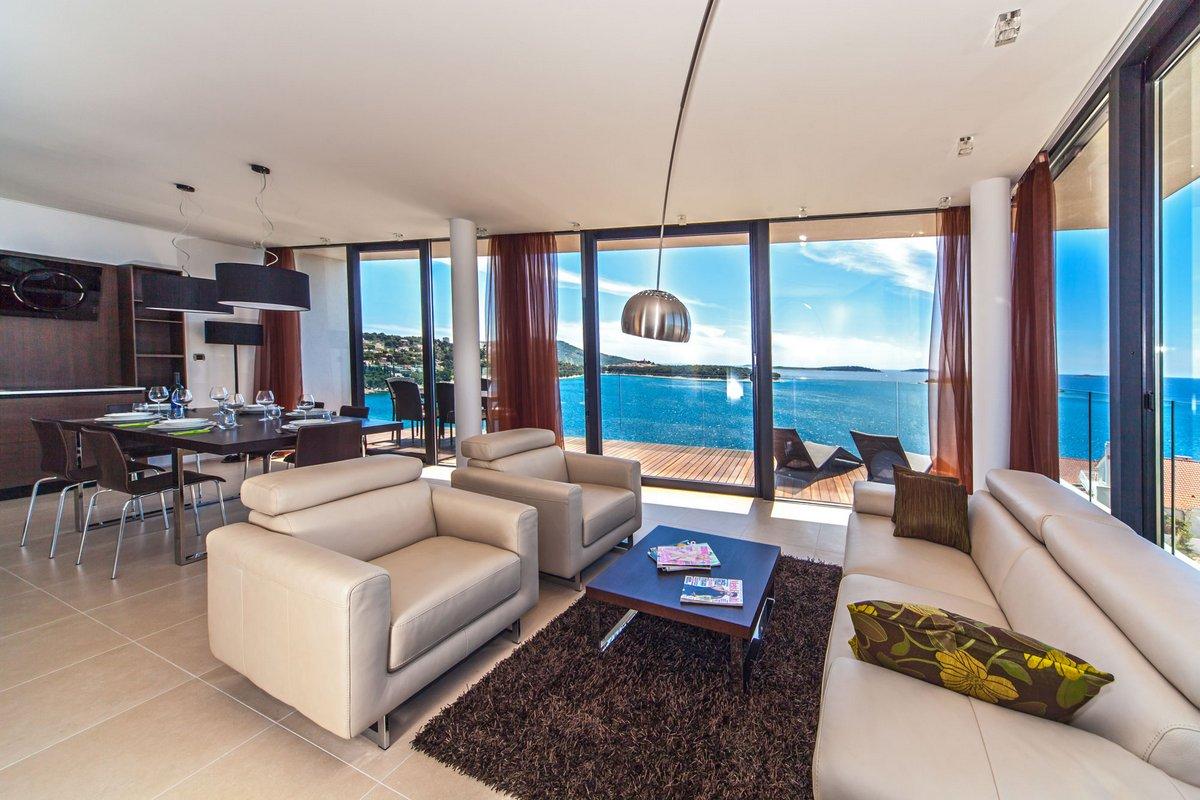 Гостиная с панорамой на море