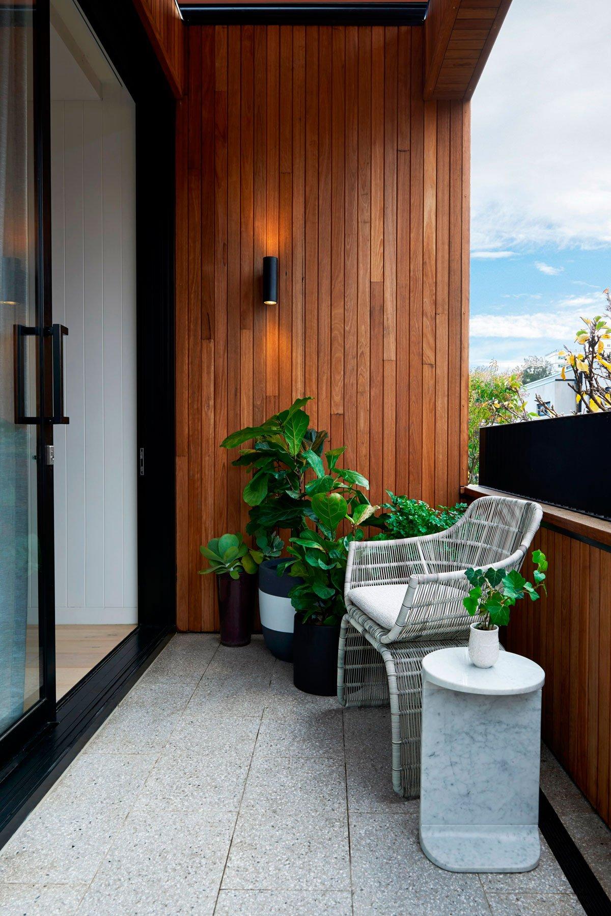 оформление балкона в частном доме